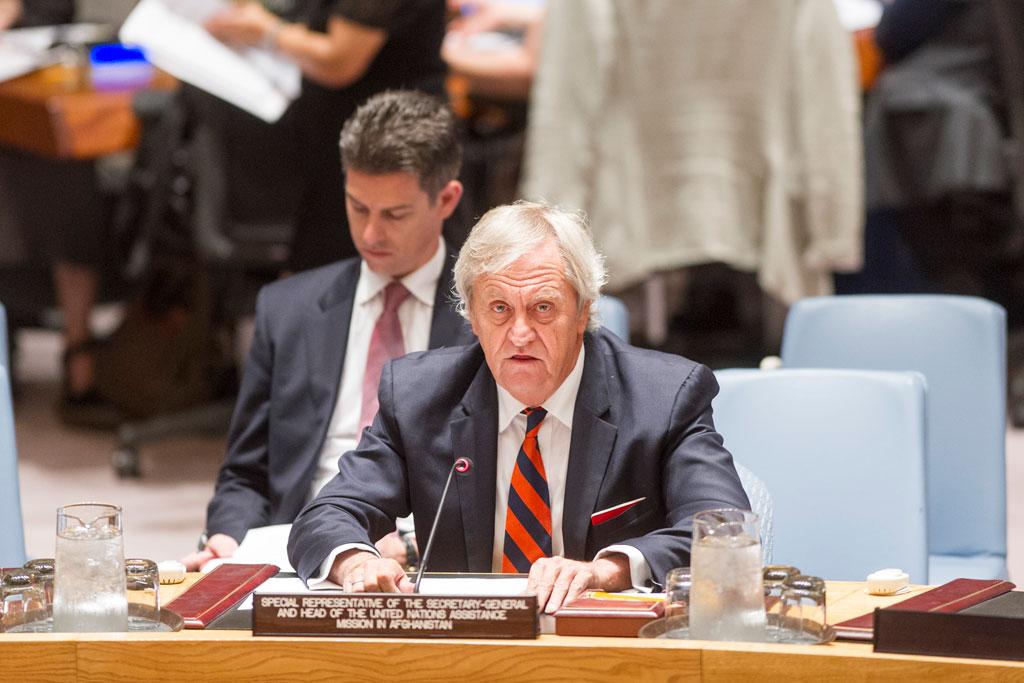 Специальный представитель ООН в Афганистане Николас Хейсома информирует Совет Безопасности о последних событиях в стране. Фото ООН