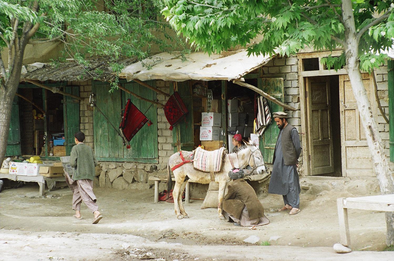 В кишлаке Кишим в Бадахшане. Кишим - один из узловых пунктов в транзите, уже в начале 2000-х годов здесь находилось несколько десятков лабораторий по производству героина. Апрель 2011 года, фото А.А. Князева
