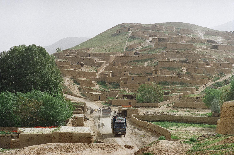 Исталиф - еще один узловой пункт наркотранзита на границе Бадахшана и Тахара. Апрель 2011, фото А.А. Князева